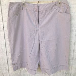 Lightweight versatile Bermuda shorts